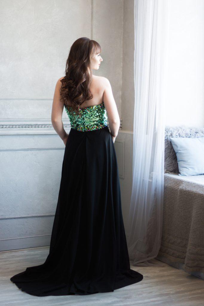 Прокат черного платья длинного с камнями